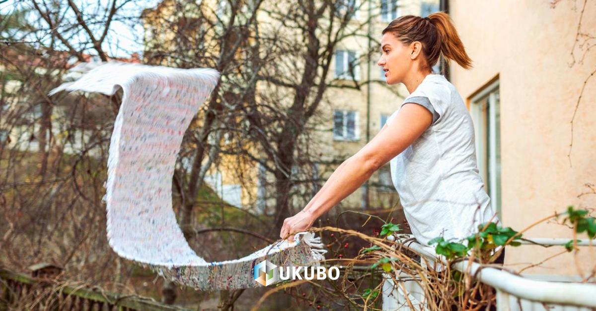 Sacudir tapetes para a via pública pode ser punido com coima